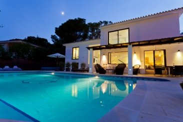 Недвижимость в Испании: Современная вилла недалеко от моря