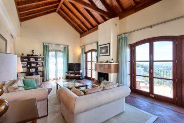 Недвижимость в Испании: Красиво оформленный таунхаус в Бенаависе