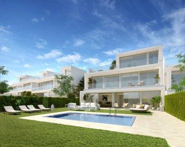 Недвижимость в Испании: Роскошные виллы с видом Средиземное море и на гольф в элитном районе Sotogrande.